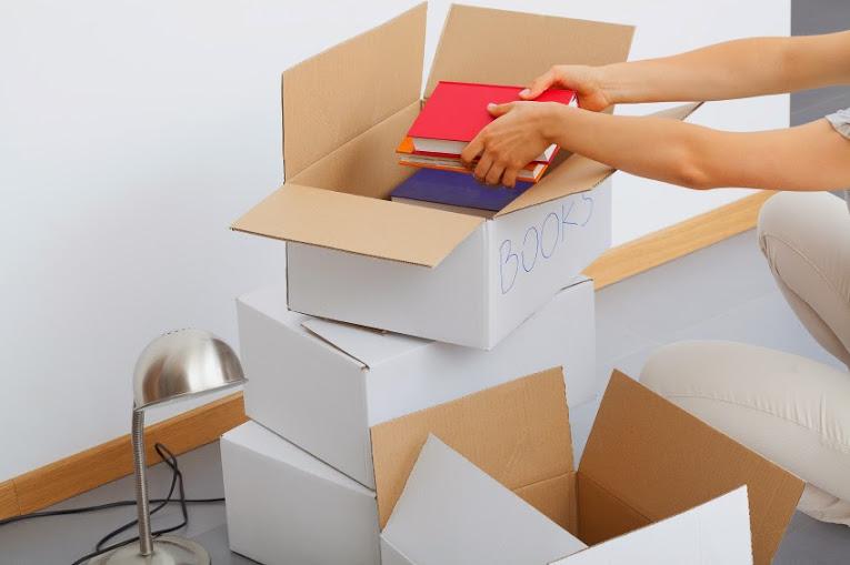 embalar libros para una mudanza